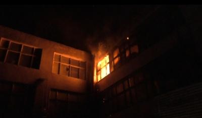 Масштабна пожежа на меблевій фабриці у Чернівцях: що відомо на цей час