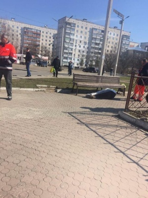 У Чернівцях посеред вулиці померла людина - фото