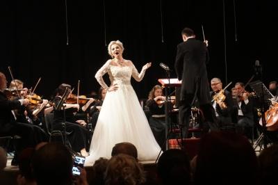 «Нарешті я в місті, де знайшла своє коріння»: Марія Максакова дала великий концерт у Чернівцях