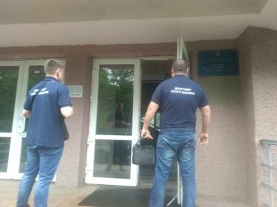 На Буковині затримали групу осіб, що розкрадала гроші, виділені на ремонт доріг і мостів