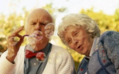 Чому жінки живуть довше за чоловіків - дослідження