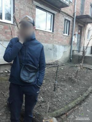 У Чернівцях затримали юнака з наркотиками - фото