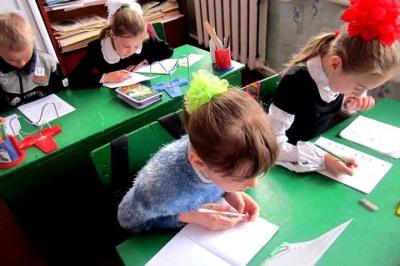 У школах на Буковині заборонили розповсюдження реклами