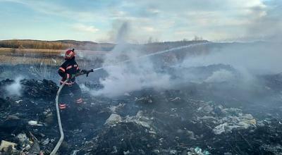 На Буковині спалахнуло сміттєзвалище - фото