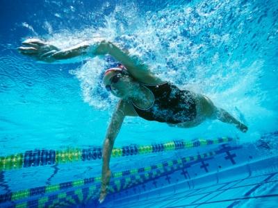 Плавання і хвороби серця: протипоказання та користь