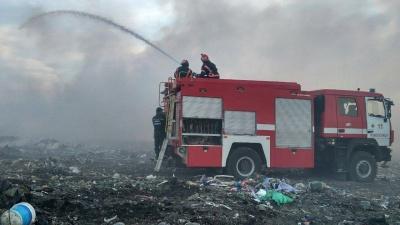 Масштабный пожар на свалке в Маршинцах тушили 7 часов