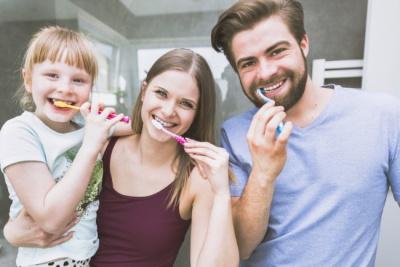 Коли краще чистити зуби: до сніданку чи після