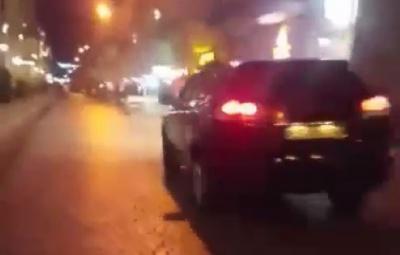 У Чернівцях водій позашляховика виїхав на пішохідну вулицю та вийшов з автівки під час руху