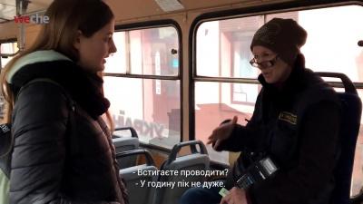 «Я не умею, девушки»: в троллейбусах Черновцов до сих пор полноценно не заработала система электронной билета
