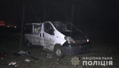 Мікроавтобус злетів у кювет: у поліції розповіли деталі смертельної ДТП на Буковині