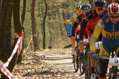 Велогонщики Буковини змагалися на вдосконаленій трасі на кемпінгу