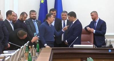 """Ляшко увірвався на засідання уряду та влаштував """"виставу"""" через Коболєва"""