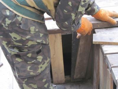 «Справжній бомжатник»: парклет у центрі Чернівців перетворився на сміттєзвалище