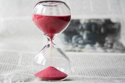 Навіщо переводять годинники в Україні в 2019 році