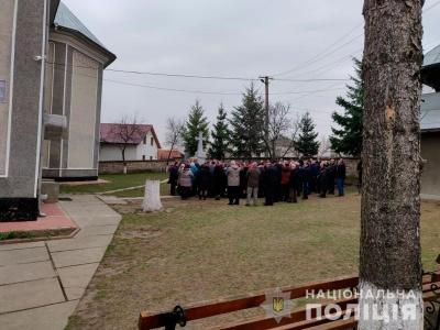У селі на Буковині посварилися парафіяни: заспокоювала поліція