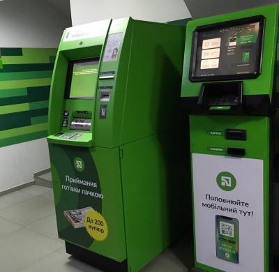 У Чернівцях встановили перші банкомати, які приймають готівку