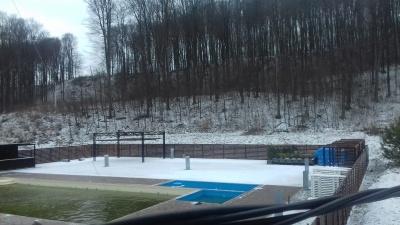 Зима повертається: у Чернівцях випав короткочасний сніг