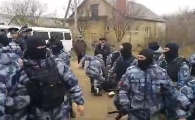В окупованому Криму ФСБ проводить масові обшуки та затримання