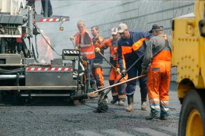 Дешевше на гривню: дві фірми, які ремонтують дороги у Чернівцях, розіграли між собою мільйонні тендери за «схемою»