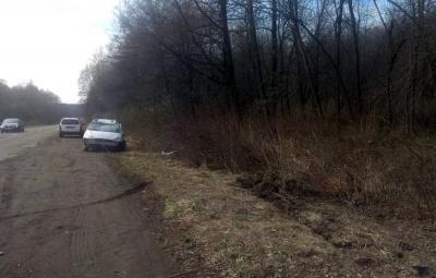 На Буковині ДТП внаслідок обгону: Ford декілька разів перекинувся - фото