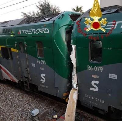 50 постраждалих: в Італії зіткнулися пасажирські потяги