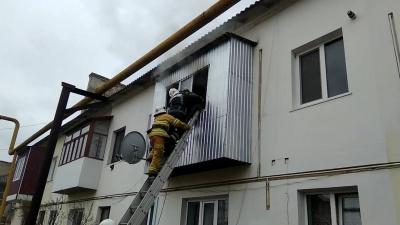 У Сторожинці рятувальники врятували чоловіка, який не міг вибратись із палаючої квартири