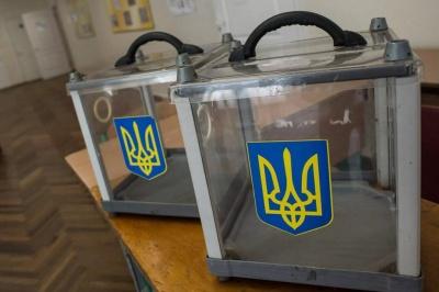 На Буковині на виборах почали фіксувати перші порушення