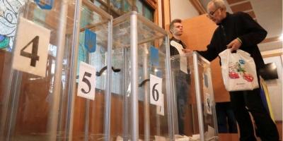 В Одесі на виборчій дільниці голова комісії побив виборця