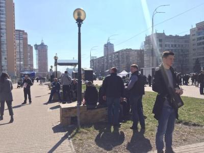 У Києві біля ЦВК збираються групи молодиків - нібито для охорони порядку