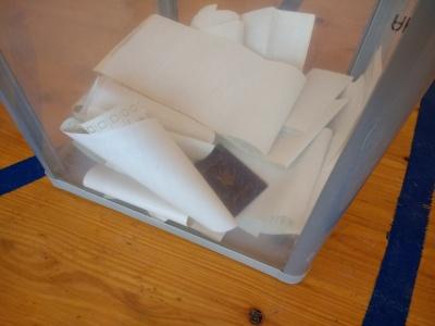 На Буковині виборець кинув свій паспорт у скриньку для бюлетенів