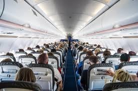 П'яна пасажирка задерла спідницю та станцювала тверк на борту літака - відео