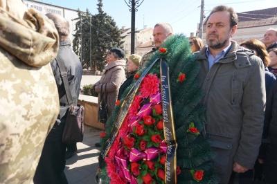 Чернівці попрощались із загиблим на фронті бійцем Дмитром Костенюком – фото