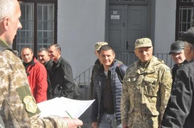 Прощання з бійцем і відправка резервістів. Головні новини Буковини за 2 квітня