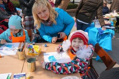 У центрі Чернівців провели благодійний ярмарок на підтримку онкохворих дітей