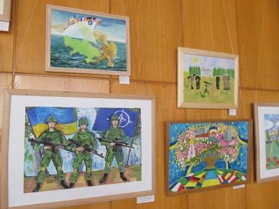 Дні НАТО: в Чернівцях учні художніх шкіл презентували свої малюнки