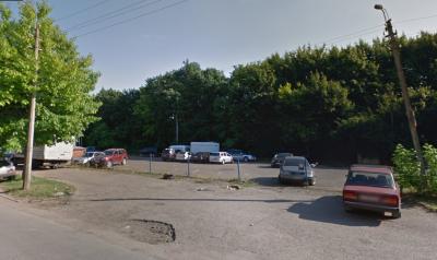 Чернівецька міськрада хоче викупити стоянку у парку «Жовтневий»