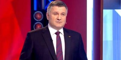 Дебати: Аваков заявив, що обмін Зеленського і Порошенка відеороликами незаконний