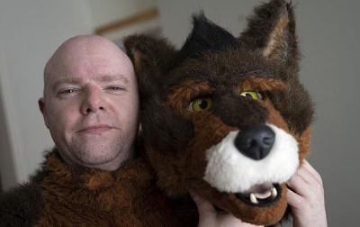 У Британії чоловік вважає себе собакою
