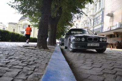 У Чернівцях міськрада не має техзасобів для фіксації порушень правил зупинки і паркування авто