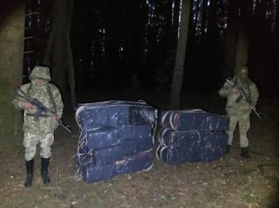 Стрілянина на кордоні. На Буковині контрабандисти покинули 10 тисяч пачок цигарок