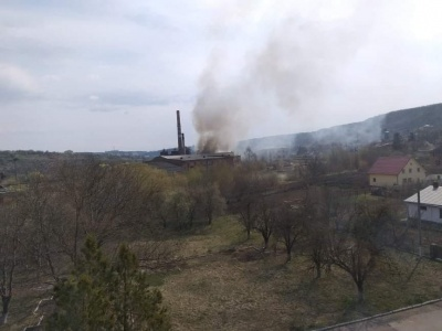 На Буковині горить приміщення цукрового заводу – фото