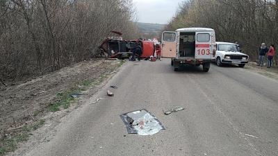 На Буковині зіткнулися дві автівки, один постраждалий у важкому стані – фото