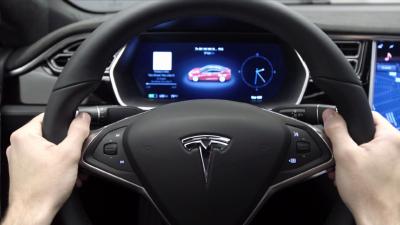 Ілон Маск каже, що електрокари Tesla навчаться об'їжджати ями на дорозі