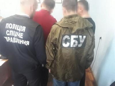 На Буковині на хабарі 5 тис грн затримали чиновника виконавчої служби – фото