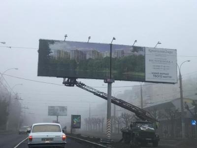 У Чернівцях виконком підтримав рішення про демонтаж білбордів на проспекті Незалежності