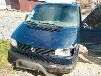 У Чернівецькій області розшукують зловмисника, який викрав і пошкодив мікроавтобус