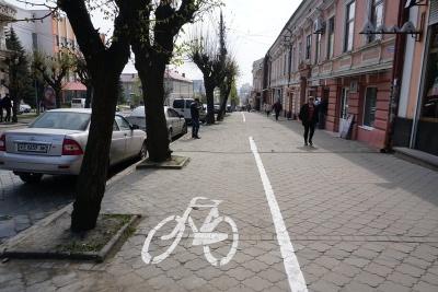 Зависокі зарплати працівникам ЖКГ і нові велодоріжки: головні новини Буковини за 10 квітня
