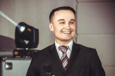 """Екс-актор """"95 кварталу"""" Менжосов зник перед прес-конференцією про Зеленського"""