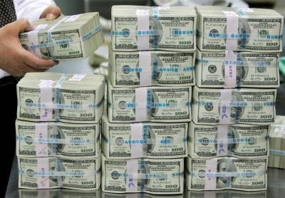 Рівень доларизації в Україні вдвічі вище природного