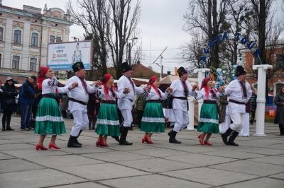 В Черновцах проводят четырнадцатый Буковинский туристическая ярмарка - фото